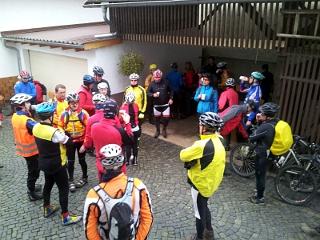 Radsportler beim Saisonstart in Hungen