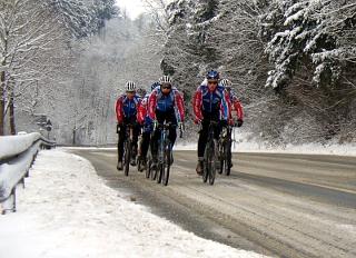 Radsportler im Winter