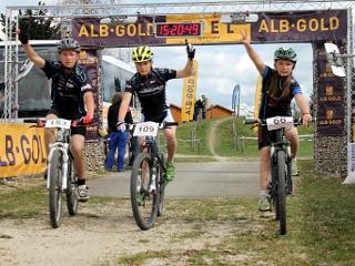 (von links) Felix Drawer, Thorben Jost und Seline Jost