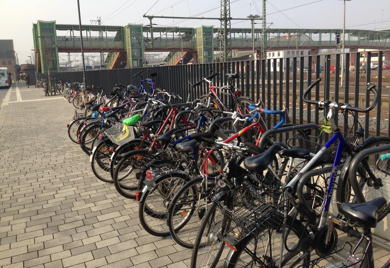 Fahrräder am Gießener Bahnhofsvorplatz