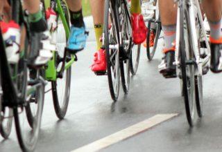 Radsportler auf einer Straße