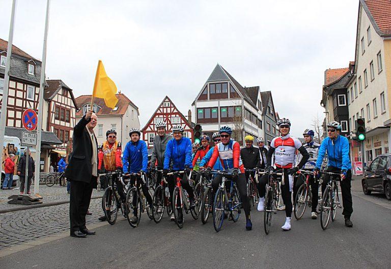 Rudolf Scharping startet Gruppe in Nidda