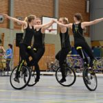 Kunstradsportler fahren sich Vertrauen ein