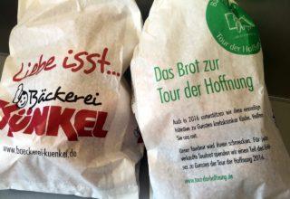 """Brotverkauf für """"Tour der Hoffnung"""""""