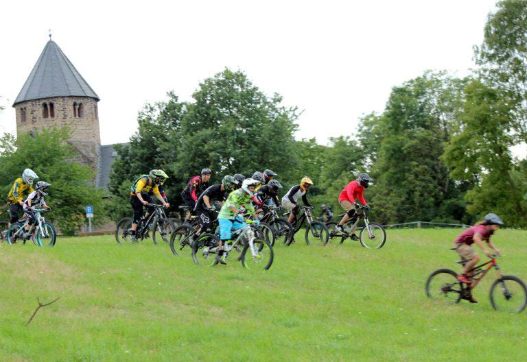Freeride-Mountainbiker der RSG Gießen und Wieseck auf dem Schiffenberg