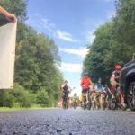Beifall und Banner für die hr4-Radtour